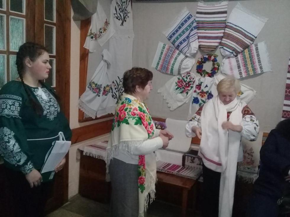 У Маневицькому краєзнавчому музеї презентували виставку «Вишитий рушник – святиня нашого народу»