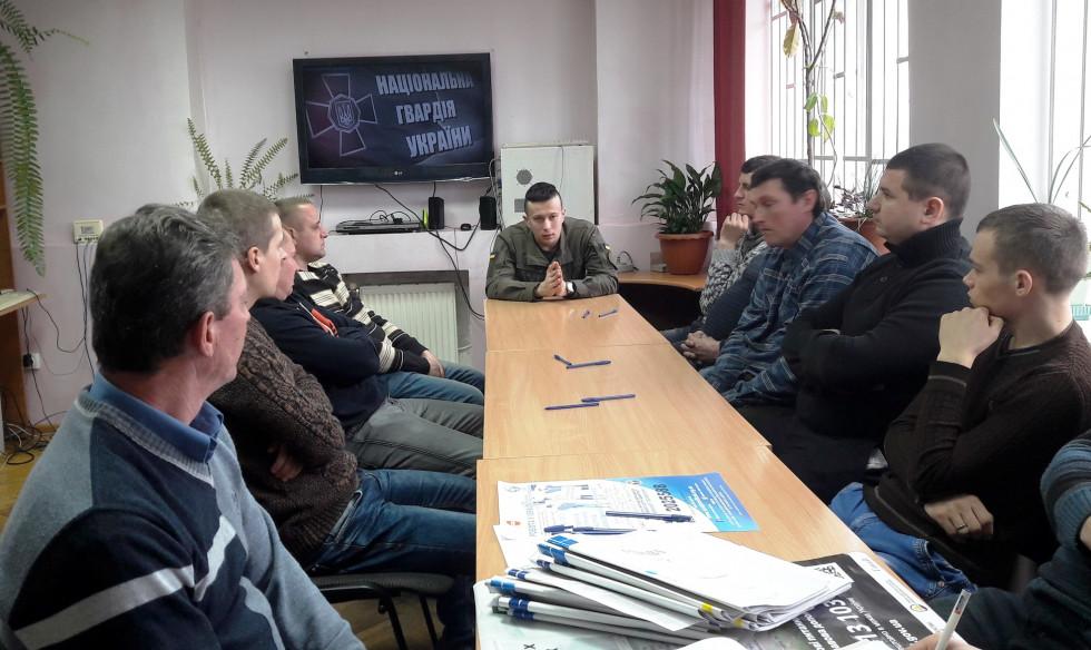 Маневичанам розповіли про можливості проходження військової служби за контрактом