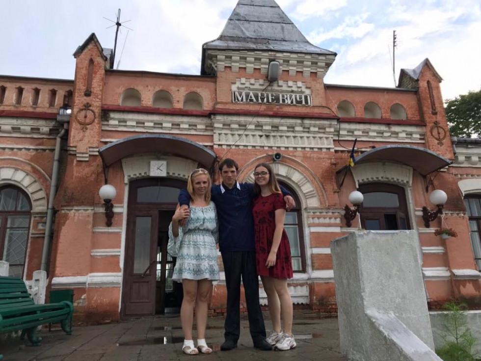 Віктор разом з Наталією Шевчук та її дочкою