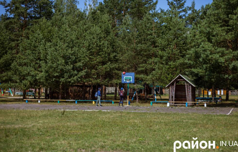 Спортивний майданчик табору
